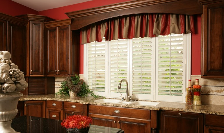 Las Vegas kitchen shutter and cornice valance