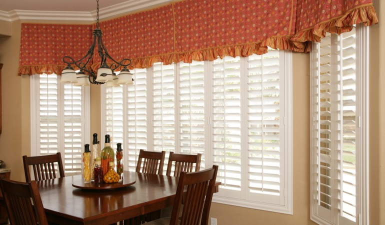 White shutters in Las Vegas dining room.